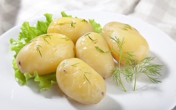 Best Homemade Tips to Skin Potatoes Quickly
